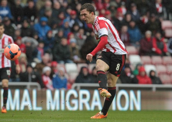 Sunderland's Craig Gardner scores the only goal of the match against Southampton in an English FA Cup match. AFPpic