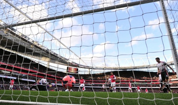 FIRST STRIKE: Arsenal's English striker Alex Oxlade-Chamberlain (centre) scores the opening goal against Liverpool in the English FA Cup fifth round. Arsenal won 2-1. AFPpic