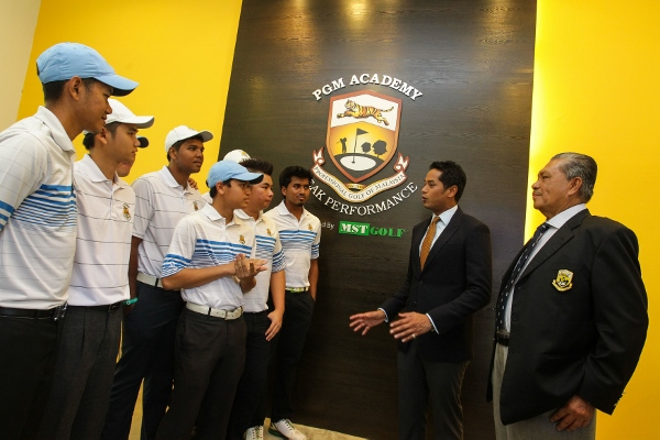 Khairy (second from right) talking to members of the PGM Academy in Kinrara today.