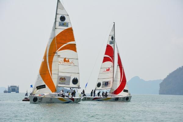 Koo (orange) in action on the water against Nik Ashraf.