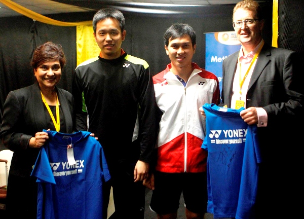 HAPPY TO MEET YOU: Men's doubles world champions, Mohammad Ahsan (second right) and Hendra Setiawan (second left) of Indonesia presented autographed shirts to MetLife's President for the Asia region, Chris Townsend and ?Head of Designated Markets and Health Asia, MetLife Asia Pacific Ltd., Nirmala Menon (left).