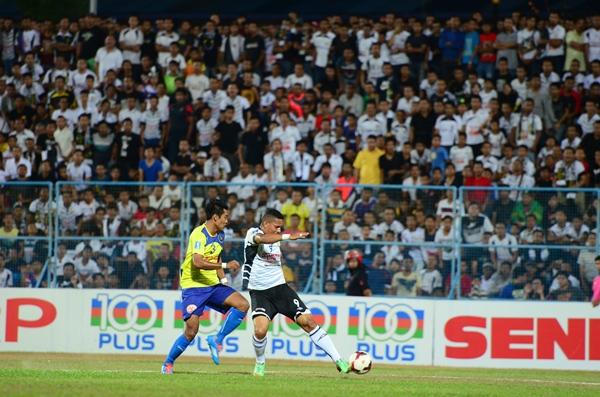 Action from the Terengganu (in white) versus Pahang Super League match. Terengganu won 2-0.