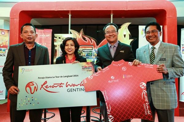Left to right: Emir Abdul Jalal (Chief Operating Officer, Le Tour De Langkawi), Dato' Kay Prakash (Vice President Corporate Services, Resorts World Genting), Dato' Seri Zolkples Embong (National Sports Council Director General) and Dato' Hj Abdul Jalil Abdullah (National Sports Council Director of Sports).