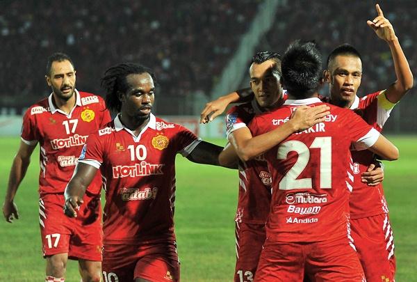 Ketua Pasukan Kelantan Badri Radzi meraikan jaringan gol kedua pada Liga Super 2014 bertemu T-Team di Stadium Sultan di Stadium Mohd Ke IV. Gambar olh Sports247.my